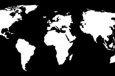 Weltkarte, weiß auf schwarzem Grund. Quelle: OpenClipart-Vectors, https://pixabay.com/de/vectors/weltkarte-asien-schwarz-kontinente-153509/